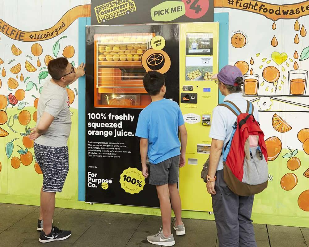 Machines Squeezing Fresh Orange Juice In Sydney