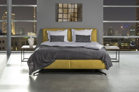 Designbedden gestoffeerd in trendy kleuren zowel in stof als leder